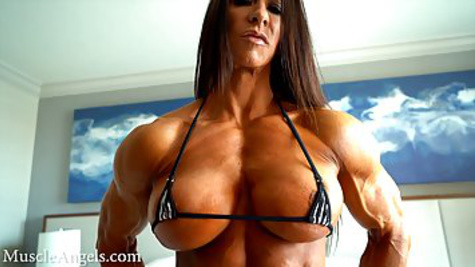 Muscled woman with big tits shows her body in all its glory