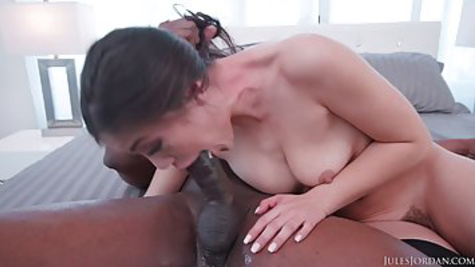 White beauty deals with a black man who fucks her in the pussy