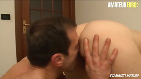 A mature bitch at home decides to have anal sex