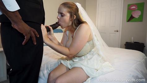 Толстуха с большими сиськами решается на межрассовый секс перед свадьбой