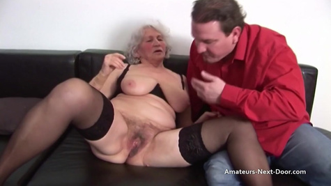 Зрелая бабуля снова чувствует себя молодой во время секса с мужиком