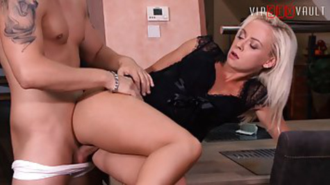 Boss fucks young secretary in BDSM style in the office and makes a home video