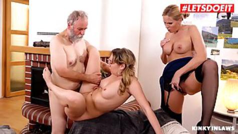 Зрелые милфы обслужили старого мужика, устроив страстный секс втроем