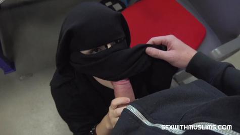 Мусульманка на работе потрахалась с начальником, чтобы не уволил
