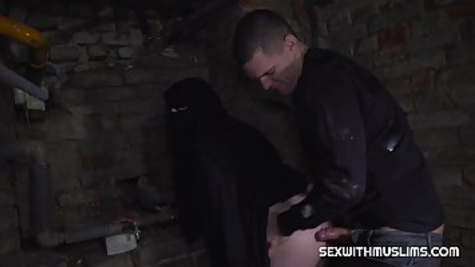 Muslim woman sucks huge erected cock and fucks with her client in doggy style pose