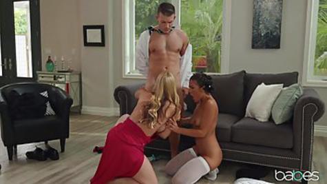 Грудастая блондинка трахается с любовником перед камерой и стонет от оргазма