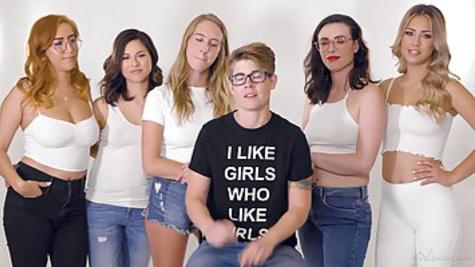 Девушки устроили лесбийский секс и записали домашнее видео