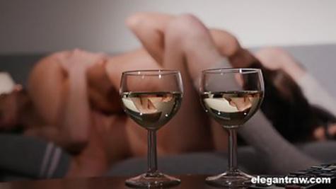 Девушки напились алкоголя и устроили дикий лесбийский секс