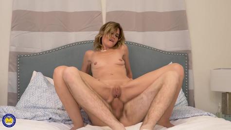 Милфа привела в дом любовника и попробовала анальный секс
