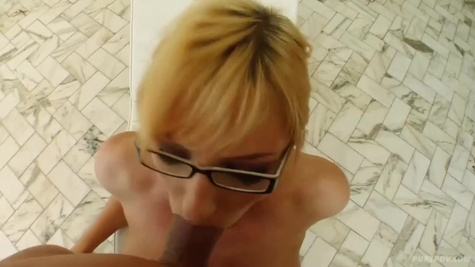 Husband catches his wife while she masturbating a pussy and fucks the blonde by huge cock