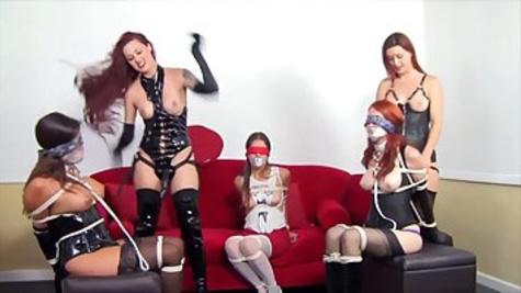 Рыжая девка попробовала жесткий лесбийский секс в стиле БДСМ