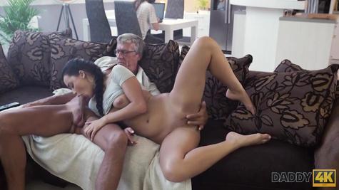 Эрика Блэк устроила очень страстный секс с более зрелым мужиком