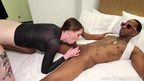 Жена изменяет мужу с любовником и пробует межрасовый секс