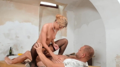 Elegant lady Shona River is fucking with a mature man inside a pussy