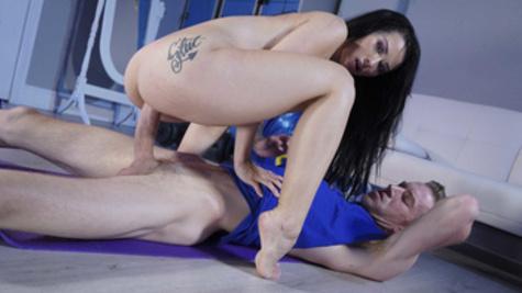Big-dicked coach fucks a hottie Katrina Jade in the empty gym