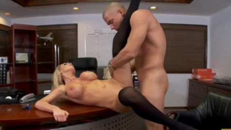 Naughty hottie Nikki Benz bangs her underling in the office