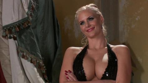 Gorgeous mommy Phoenix Marie visits a pervert