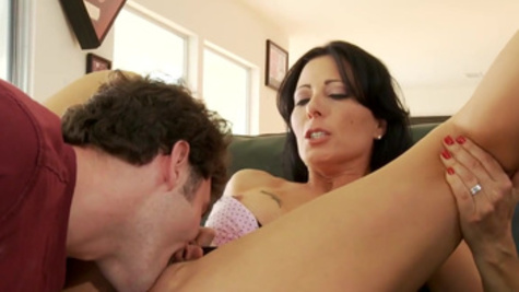 Hot mom enjoys sex on the couch until the last drop of cum