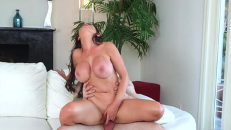 Busty Nikki Benz knows proper cock riding in serious modes