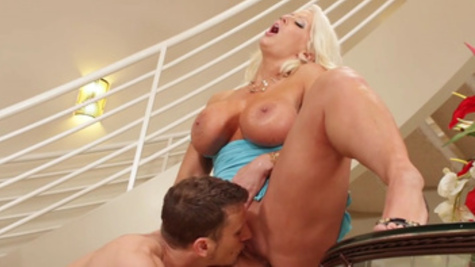 Awesome pussy licking pleasures for voluptuous Alura Jenson