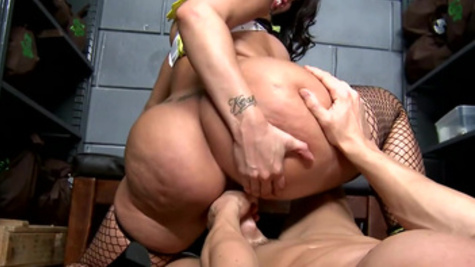 Heavenly anal drilling for curvaceous pornstar Kelly Divine