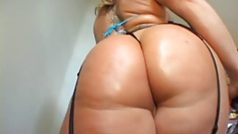 A thick black schlong for Flower Tucci's tight butt hole