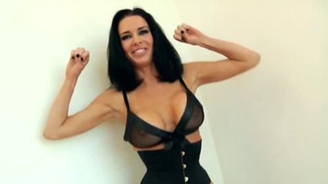 Sultry Veronica Avluv enjoys raunchy gangbang pleasuring