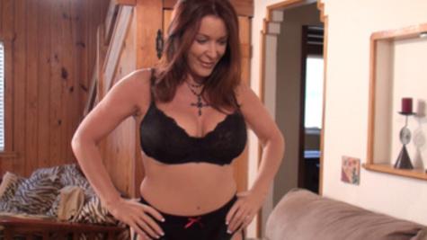 Busty mature Rachel Steele thrills dude with wet blowjob