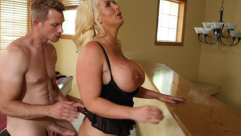 Alura Jensen receives delightful beaver drilling pleasures