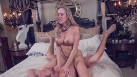 Perfect MILF Brandi Love gets nicely fucked and pleased