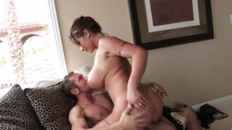 Muscled guy lets Eva Notty have a good taste of his dick