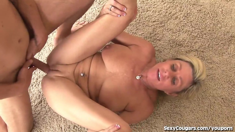 Blonde mom willingly fucked with a young bolt