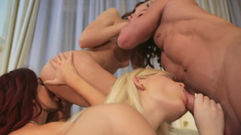 Guitar player has foursome with Alexis Brill and Shona River