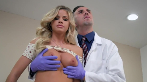 Doctor pulls cock out to examine Jessa Rhodes' vagina