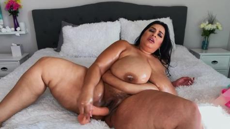 Smokin' hot mature Latina woman Sofia Rose penetrates herself