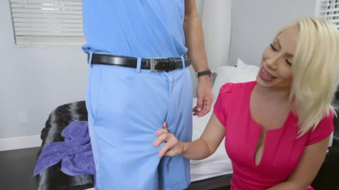 Man came just in time to see Sunny's ass and fuck her
