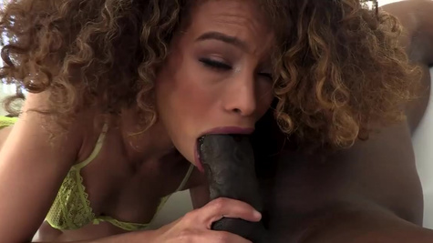 Cecilia Lion jazzes with white boy who knows how to fuck