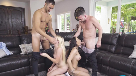 Nikki Sweet teaches curious Alessia Luna about foursome