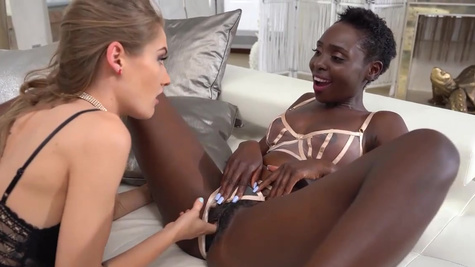 White and black twats Tiffany Tatum and Zaawaadi in threesome