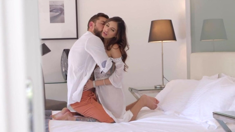 Lovemaking of Baby Nicols and bearded guy with tattooed body