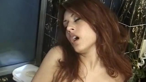 Swanky Latina Raylene masturbates before taking a bath