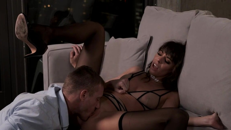 Girl in stockings comes to client to be humped for cash