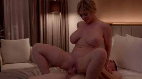 Buxom MILF Dee Williams with short haircut is banged