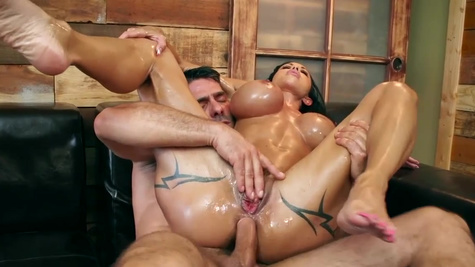 Jewels Jade practices threesome sex with masseurs for money