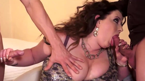 Natural big beautiful woman Anna Beck is penetrated by two men