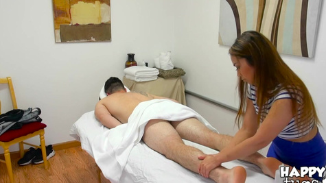 Client has a chance to fuck the Asian masseuse for extra cash