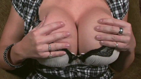 Diva Sara Jay gives handjob and even uses massive boobs
