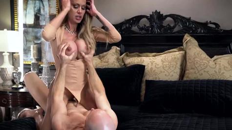 McKenzie Lee in British Banger