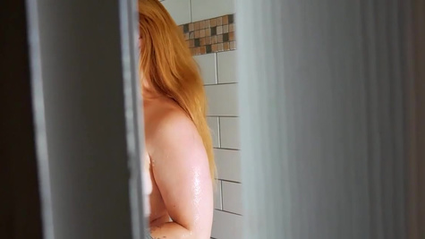 Summer Hart teases cunt for a peeping guy in the shower