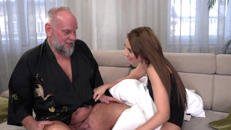 Old landlord found a way to get in Sarah Cute's panties